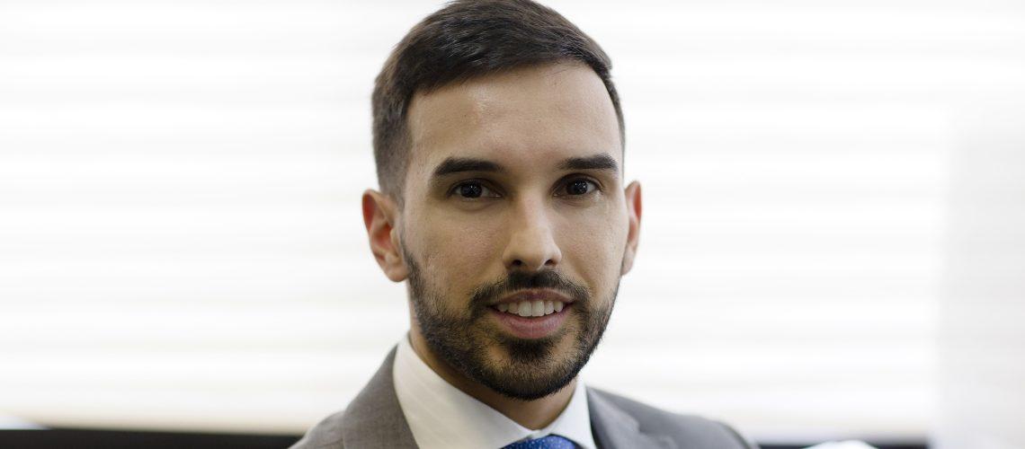 No Dia do Advogado, Sandoval Filho homenageia o mais novo profissional da sua Equipe Jurídica