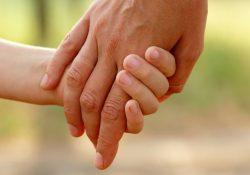 Licença de servidor que adotou irmãos com necessidades especiais é estendida para 180 dias