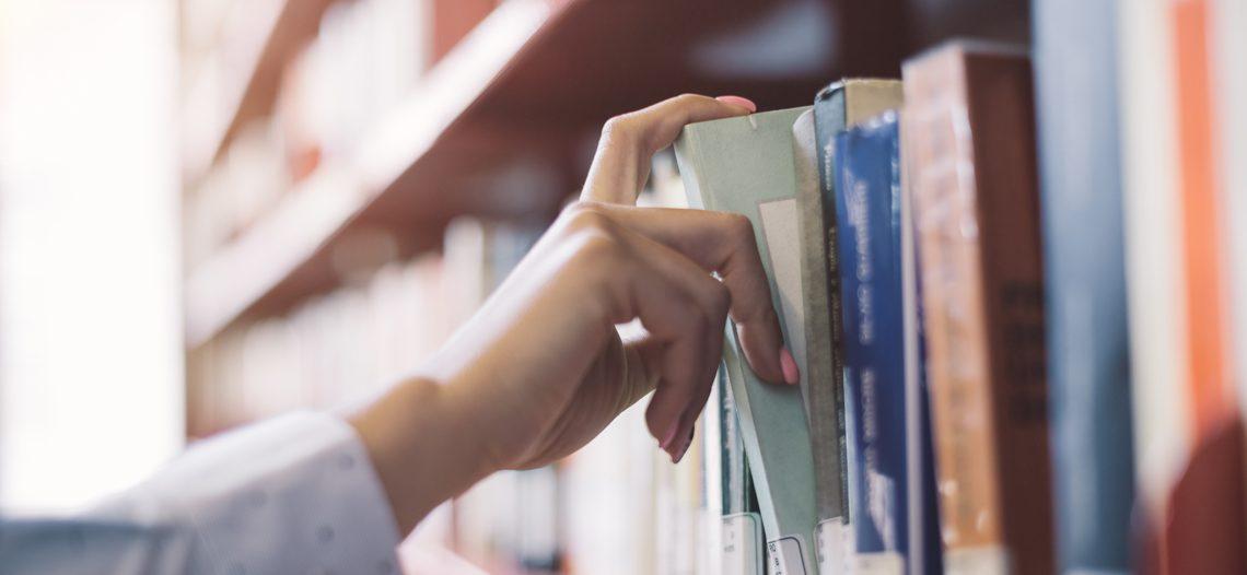 Servidor transferido pode matricular-se em universidade pública para seguir os estudos
