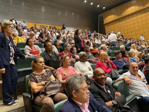 Servidores reunidos para acompanhar a votação do PL 899.